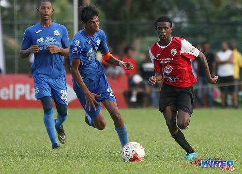 Photo: St Anthony's College winger Tyrese Bailey (right) accelerates past Naparima College midfielder Justin Sadoo (centre) during SSFL Premier Division action at Westmoorings on 15 October 2016. ...(Courtesy Sean Morrison/Wired868)