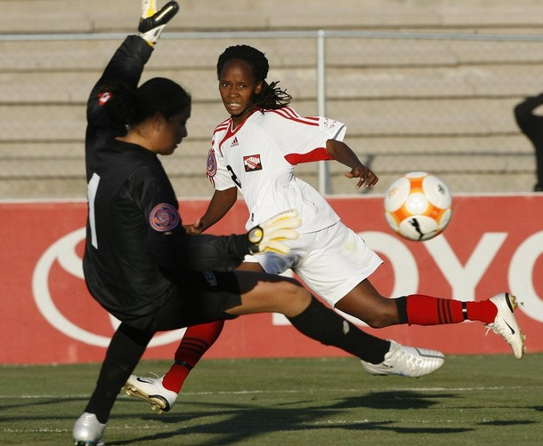 Trinidad & Tobago' striker Ahkeela Mollon (R) shoots the ball over Costa Rica goalkeeper Priscilla Tapia during the first round in their CONCACAF Women's Olympic Qualification soccer match at the Benito Juarez stadium in Ciudad Juarez, Mexico, April 4, 2008. (Reuters Pictures).