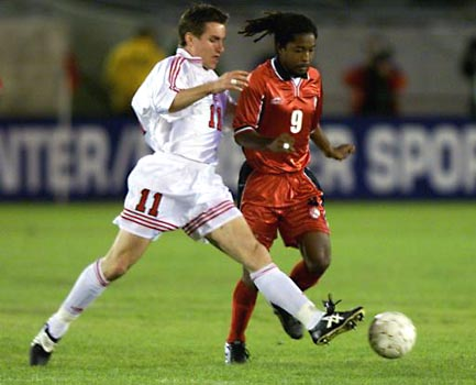 Canada's Jim Brennon vs T&T's #9 Arnold Dwarika (Gold Cup 2000).