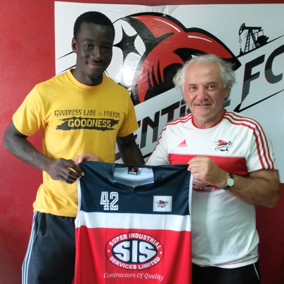 Central F.C.'s Head Coach, Zoran Vranes welcomes new signing, Uriah Bentick to the club