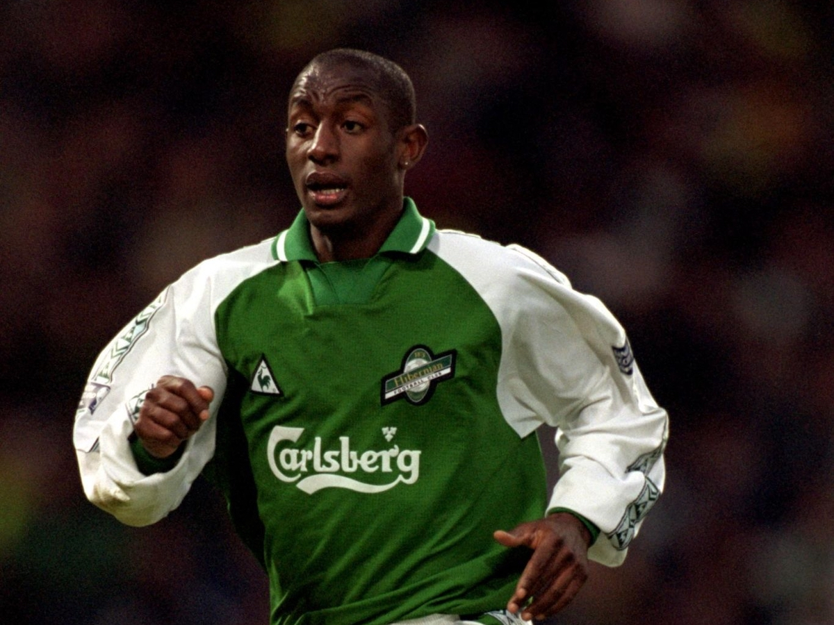 Russell Latapy in action during a Scottish Cup SemiFinal between Hibernian and Aberdeen at Hampden Park, Glasgow, Scotland on April 9th 2000. (PHOTO BY Matthew Ashton/EMPICS via Getty Images)