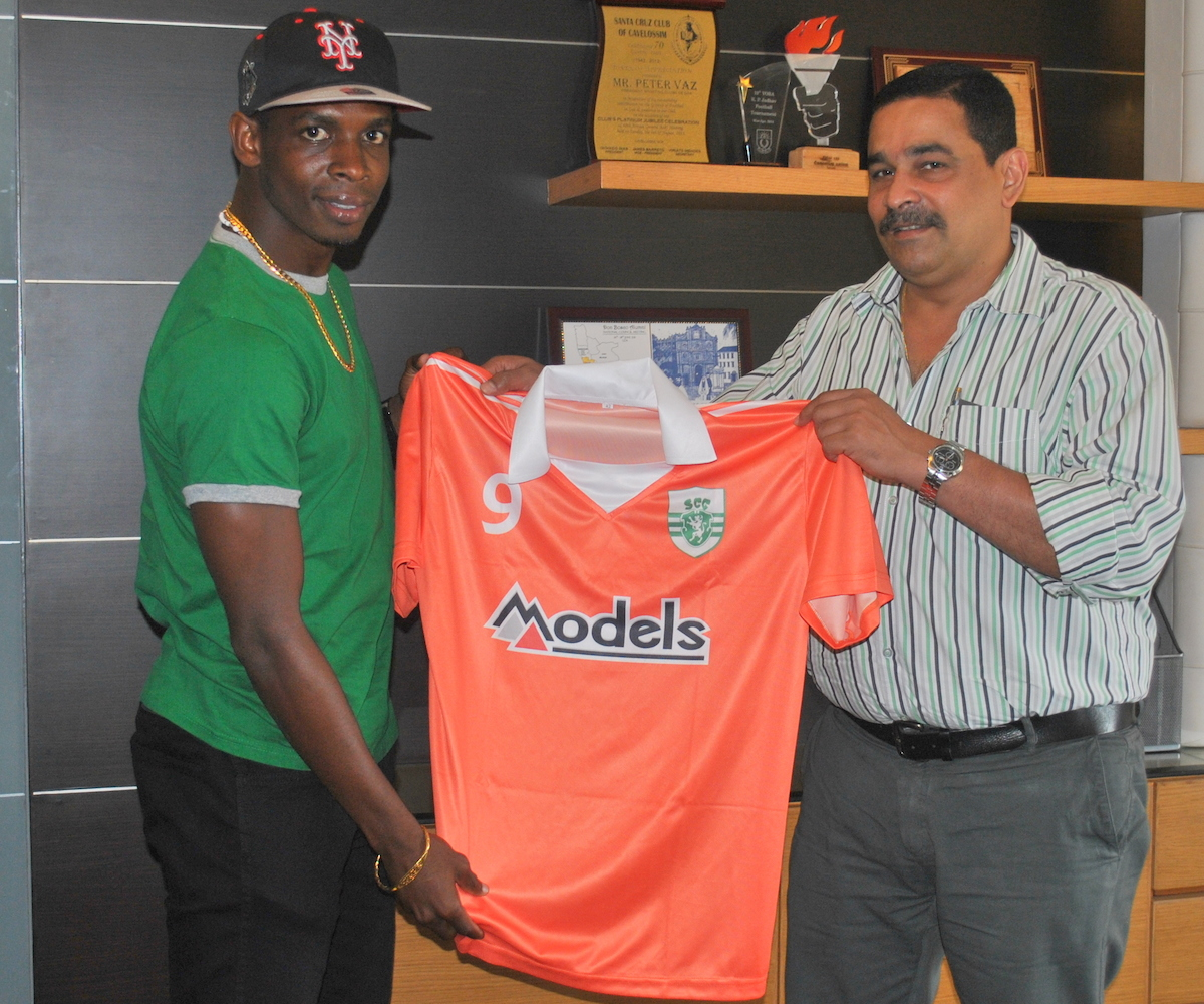 Sporting Clube de Goa President Peter Vaz unveiling marquee signing Anthony Wolfe.